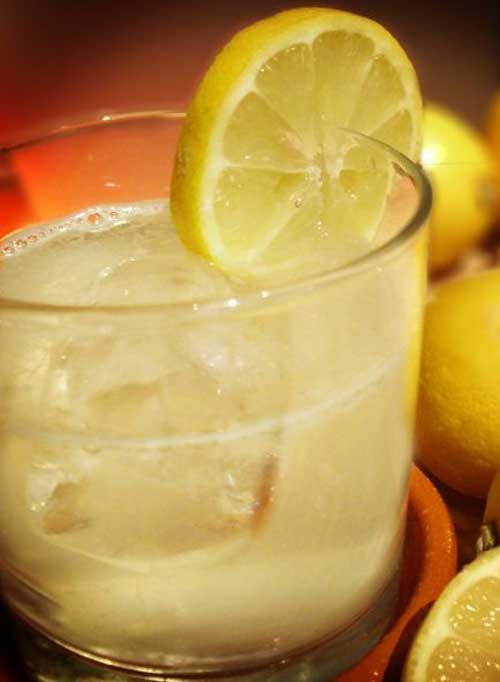 Recipe for Sparkling Lemonade - Take the refreshment of lemonade and make it bubbley! And no need to buy your water…the stuff in your tap will work just fine.