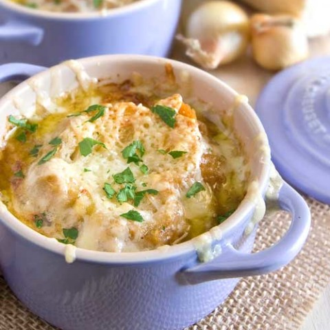 Recipe for French Onion Soup - If you have beef broth, making this is quite easy. Just caramelized some onions and before you know it, you will have a bowl of the best French onion soup you have ever eaten!