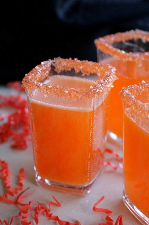 A delicious recipe for a Hocus Pocus Fizz made with white wine and rum.