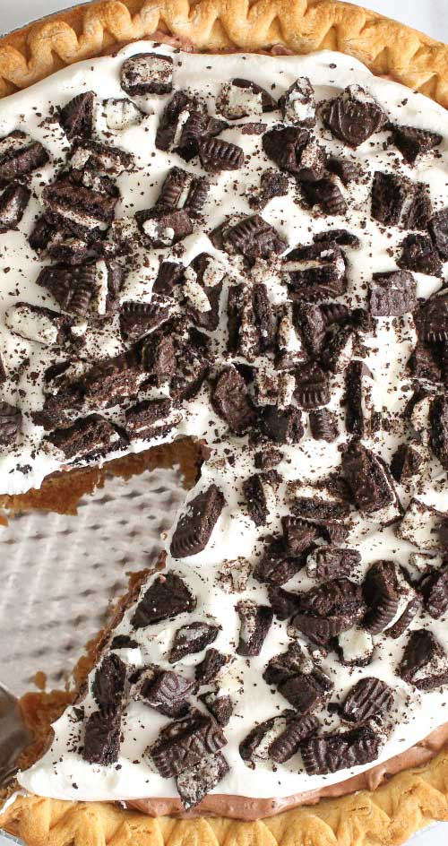 Recipe for Oreo Cream Pie - This pie is a fantastic last minute dessert, and it is so good! It also looks stunning - like you put much more work into it than you did.
