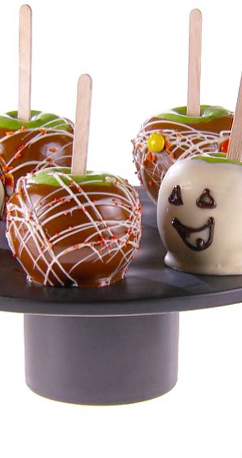 Recipe for White Chocolate Caramel Apples - Forget plain caramel apples. With this recipe, you will be making and decorating your own apples in no time.