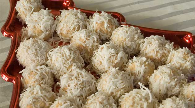 Recipe for Cherry Snowballs - Not only do they look like the perfect little snowballs, but they taste amazing, too. I love the little cherry surprise waiting in the middle!