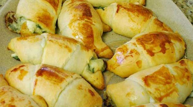 Recipe for Windy City Crescent Rolls - These are simple to make and super yummy. Served warm and gooey and stuffed with feta and spinach, it's hard to eat just one!