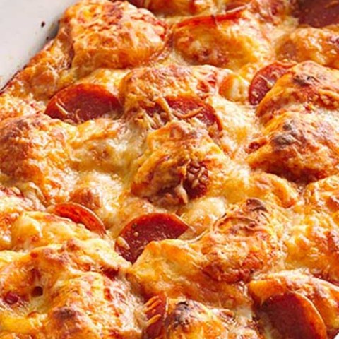 Recipe for Easy Pizza Bake - You won't believe how quickly this pan pizza goes together! And if there's ever a meal that everyone in the family can agree upon, it's pizza.