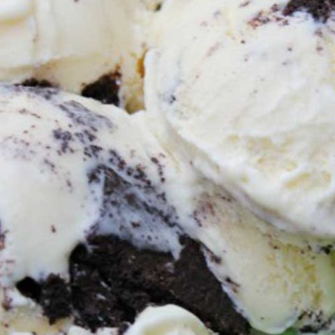 Recipe for The Best Homemade Oreo Ice Cream - This is by far the BEST Oreo Ice Cream I have ever had! This recipe beats any store bought ice cream out there. It's so rich and creamy and down right addicting.