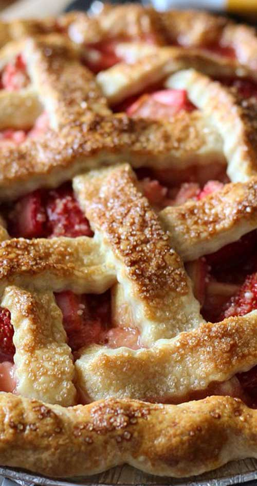 Recipe for Strawberry Rhubarb Pie - The BEST homemade strawberry rhubarb pie recipe! Sweet fresh strawberries paired with tart rhubarb, make for a yummy combination.