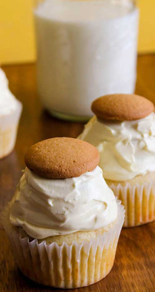 Recipe for Banana Pudding Cupcakes - If you are a fan of Banana Pudding, you HAVE to try these Banana Pudding Cupcakes!