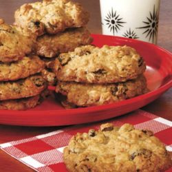 Recipe for Big and Chewy Oatmeal Raisin Cookies
