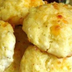 Recipe for Copycat Red Lobster Cheddar Bay Biscuits - These taste just like the ones that Red Lobster serves and they are so awesome!