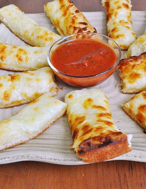 Recipe for Cheesy Bread Sticks - Ahhh, cheesy bread sticks.....let me just say, KIDS LOVE THESE THINGS! OK, who am I kidding, it's not just kids who love these....grown ups do too!