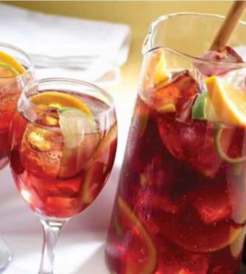 Recipe for Sparkling Sangria Tea - Tea is perfect for these hot summer days. Add some fruit juice to it, and it magically becomes even more perfect!