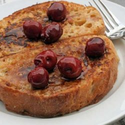 Recipe for Double Vanilla French Toast - Oh how I LOVE french toast, and this recipe is more than perfect. Probably because of it's secret...a double dose of vanilla goodness!