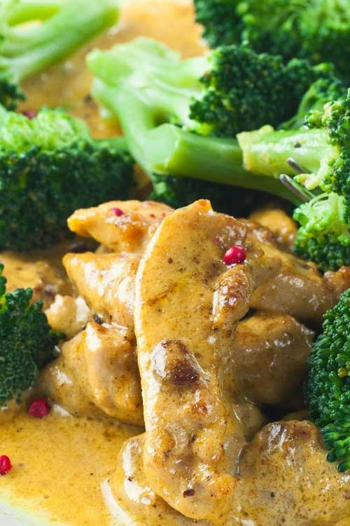Recipe for Broccoli Chicken Dijon - This was so easy to put together, and came out delicious. Even the leftovers were great and the chicken stayed moist!