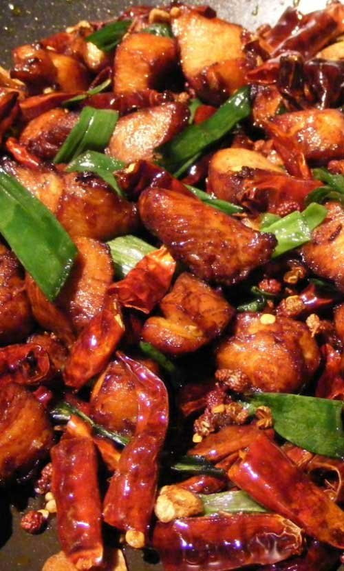 A quick and simple stir-fry recipe. This Chinese Garlic Chicken is perfect for those days when you do not want to spend much time in the kitchen.