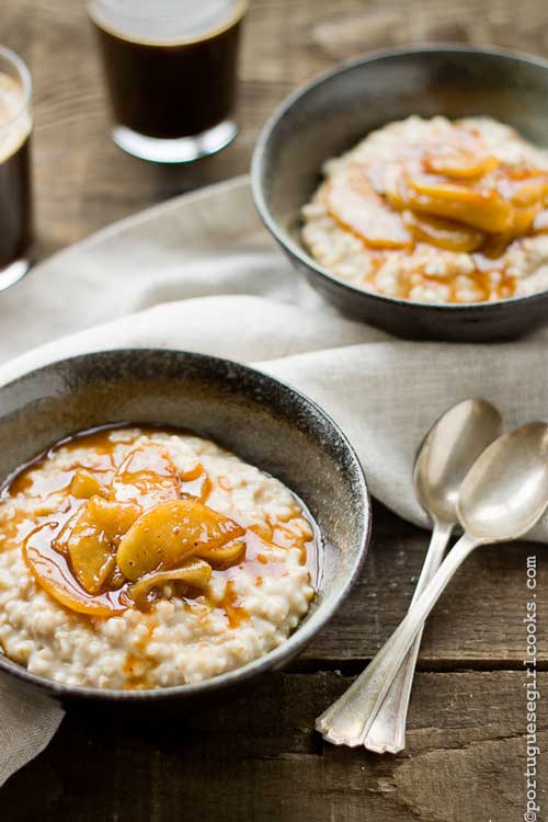 Recipe for Caramel Apple Oatmeal - Now you can have caramel apples for breakfast! My life is now complete!