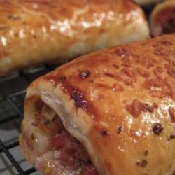 Recipe for Italian Sausage Rolls - These Puff Pastry Sausage Rolls are sure to become a favorite party food with your friends and family!