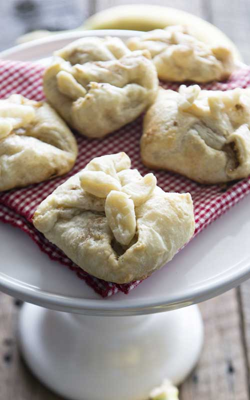 Recipe for Baked Banana Bundles - These Baked Banana Bundles have the flavor of a rich, caramel Bananas Foster, but are portable and perfect for a picnic.