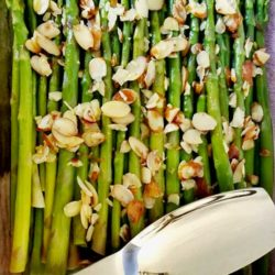 Recipe forLemony Asparagus with Almonds - Looking for an easy, healthy, and delicious veggie side dish? Try this Lemony Asparagus with Almonds. The perfect way to welcome spring to your table. Try it with your dinner tonight!