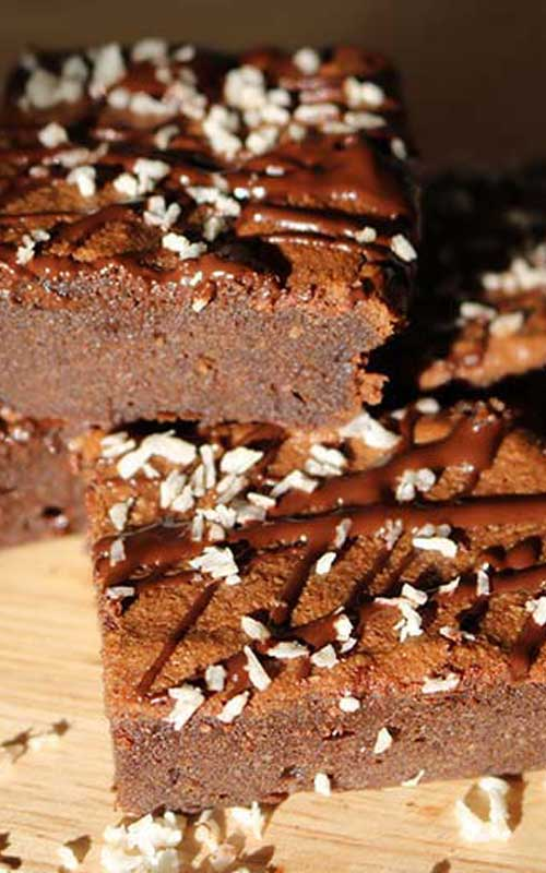 Healthy, fudgy, low carb almond flour coconut oil keto brownies. The perfect dessert that won't break your diet.